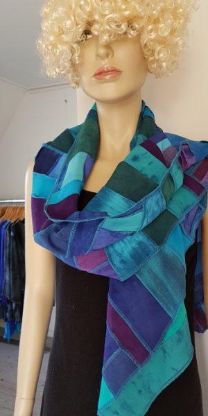 sjaal met patchwork baantjes blauw groen paars tinten