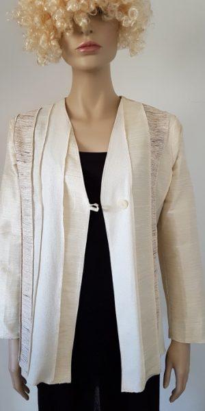 Creme zijden jasje, diverse soorten zijde, natuurlijke kleur
