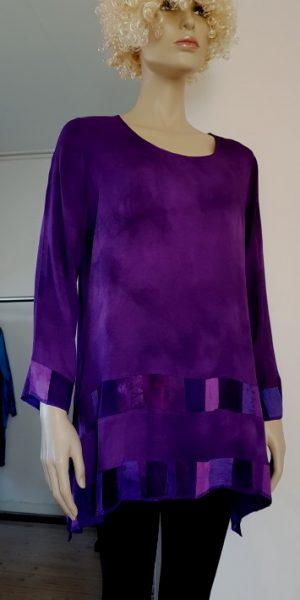 paarse viscose blouse met patchworkbanen